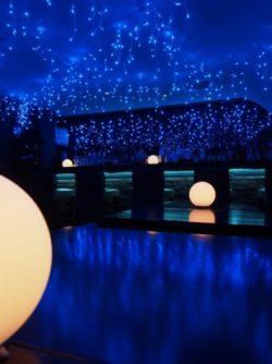 冬季限定!2,000球のイルミネーションが彩るイベント 「吉祥寺 青の洞窟 2016」を開催中! 幻想的な冬 ...